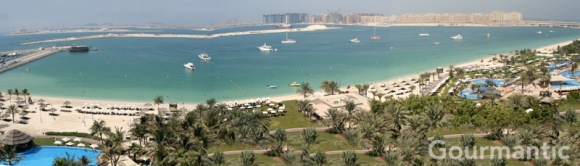 Le Meridien Mina Seyahi - panoramic view of resort and beach from hotel balcony