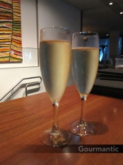 Moncur Terrace - bubbly for two