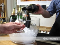 Ultimo Wine Centre Champagne tasting - Pouring Gosset 1999, UWC