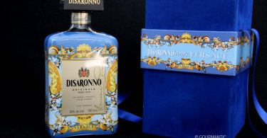 Disaronno wears Versace